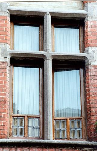 Fenêtre à croisée de pierre bleue, anciennes maison et clinique du Docteur Lambrechts, rue Jean Wellens 27, Woluwe-Saint-Pierre, avant 1911, 2002