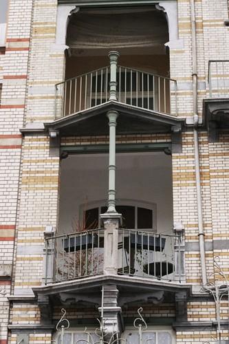 Loggias devancées d'un balcon de plan triangulaire, av. Louis Bertrand 61, Schaerbeek, 1906, architecte Gustave Strauven, 2005