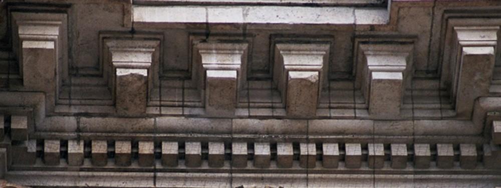 Detail van kroonlijst met modillons, Beurs voor Publieke Fondsen, Anspachlaan 80, Brussel, 1865, arch. L. P. Suys, 2005