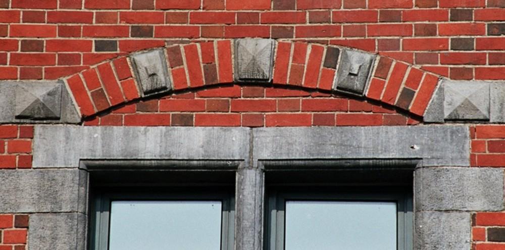 Arc de décharge, Institut Lucien Cooremans, place Anneessens 11, Bruxelles, 1877, architecte Emile Janlet, 2005