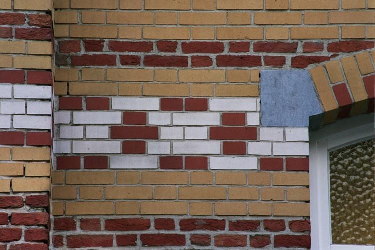 Détail d'un parement de briques, Cité Hellemans, rue Haute 174-198, Bruxelles, 1906, architecte E. Hellemans, 2005