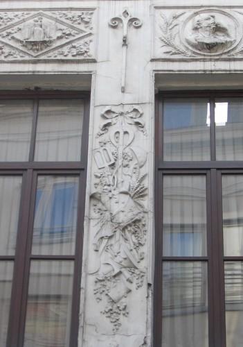 Décor stuqué de 1902, rue de la Violette 28, Bruxelles, maison du XVIIe siècle transformée ultérieurement, 2005