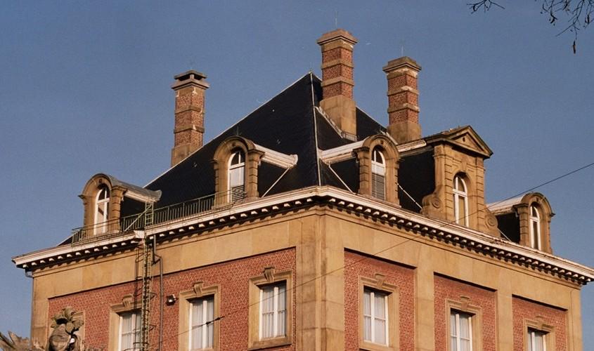 Toiture en pavillon, ancienne caserne de cavalerie, bd Général Jacques 292, 294, Etterbeek, 1870, architecte F. Pauwels, 2005