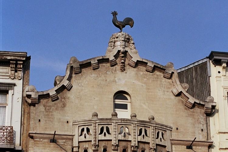 Pignon chantourné, bd Anspach 85-87, Bruxelles, bâtiment de 1880-1881 par l'architecte Alph. Dumont partiellement reconstruit en 1913 par l'architecte Paul Hamesse, 2005