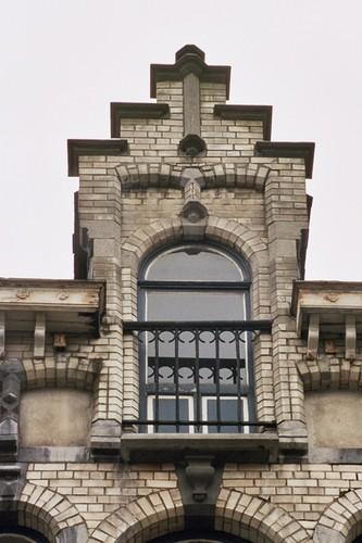 Getrapt dakvenster, Louis Bertrandlaan 39, Schaarbeek, 1910, 2005