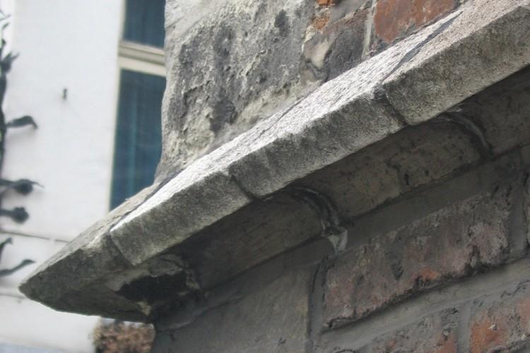 Detail van een waterlijst, Magdalenakapel, Magdalenasteenweg, Brussel, XV, heropgebouwd in 1957-1958, 2005