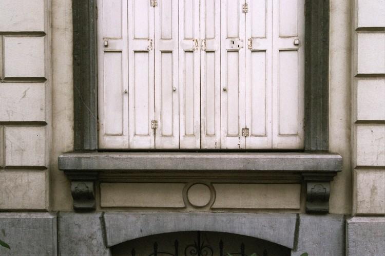 Appui de fenêtre, rue Potagère 77, Saint-Josse-ten-Noode, 1864, 2005