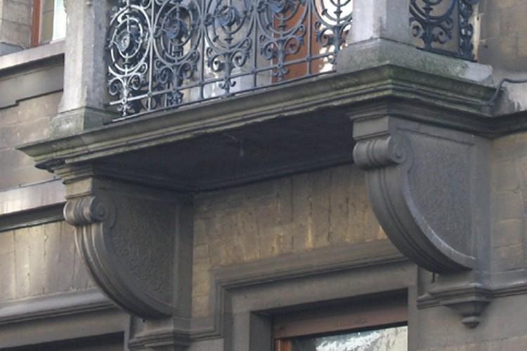 Balcon à assise de pierre bleue, rue de l'Aqueduc 31, Saint-Gilles, 1893 (photo s.d.)