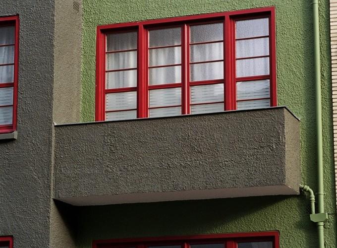 Parapet de style moderniste, avenue Nouvelle 84, Etterbeek, 1931, architecte Vital Coppe, 2005