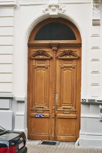 Porte cochère à deux vantaux en bois, rue d'Angleterre 53, Saint-Gilles, 1875, architecte Jean De Somme, 2004