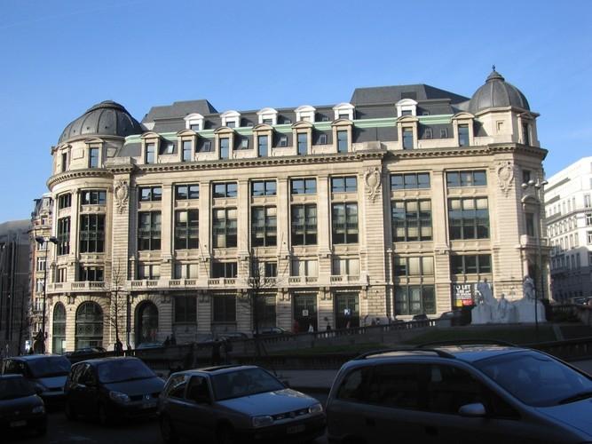 Beaux-Artsstijl, voormalig bankgebouw 'Caisse Générale de Reports et de Dépôts', Koloniënstraat 1-21, Brussel, 1911, arch. Paul Saintenoy, 2005