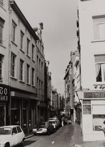 rue des Éperonniers, vue depuis la place Saint-Jean, 1980
