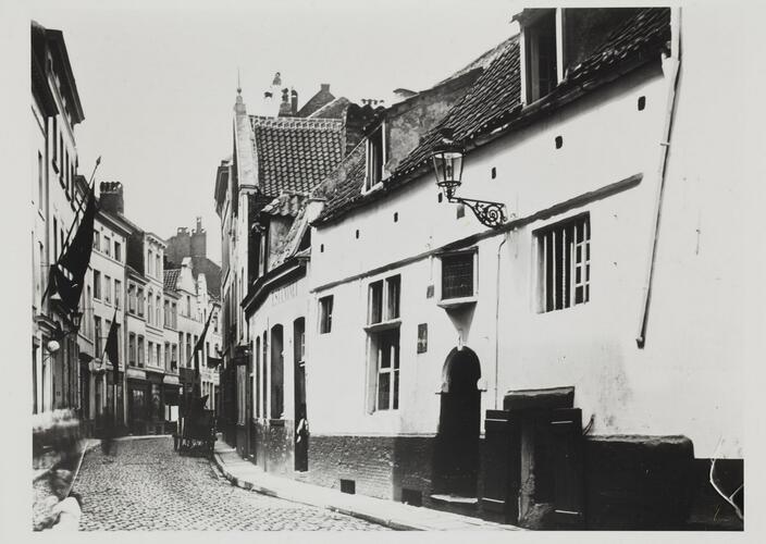 rue du Rempart des Moines, vue depuis la rue de Flandre, [1900?]