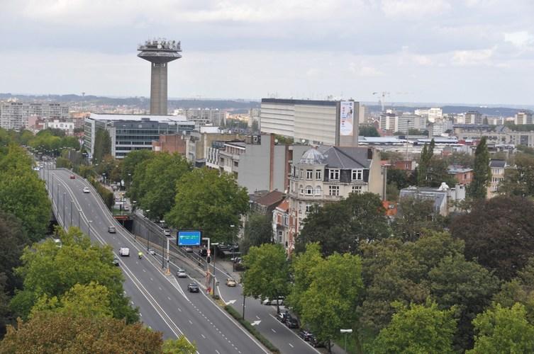 Boulevard Auguste Reyers, vue depuis le square Vergote, 2011