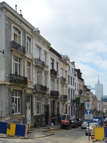 Rue Dupont, vue du côté impair, 2014