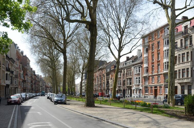 Avenue Paul Deschanel, vue vers l'avenue Rogier, 2013