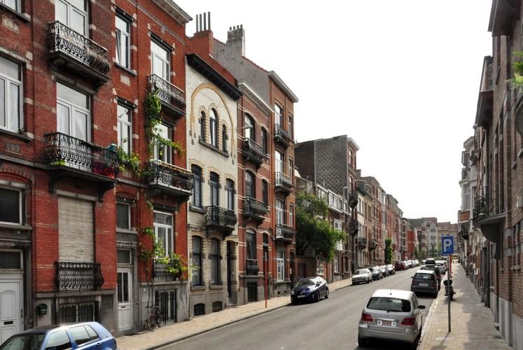 Rue Van Hammée, vue du côté pair vers la place Colonel Bremer, 2012