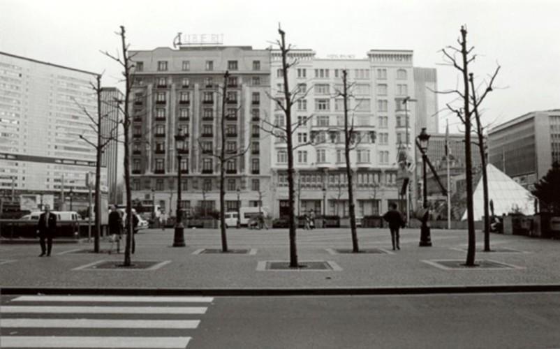 Place Charles Rogier, front est, à gauche, l'hôtel Albert Ier, à droite le Palace Hôtel (photo 1993-1995)