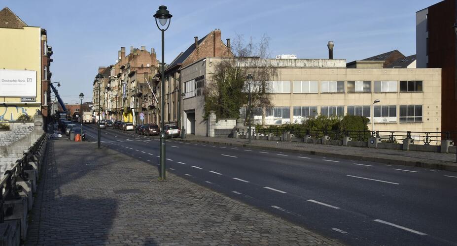 Rue Léon Delacroix, vue depuis le pont, (© ARCHistory, 2019)