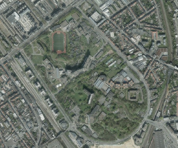 ULB/VUB, huidige luchtfoto , (Brussel UrbIS ® © - Distributie: CIBG, Kunstlaan 20, 1000 Brussel)