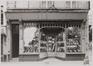 rue Haute 158, angle rue de l'Épée, détail devanture. Ancien Chapelier., [s.d.]