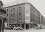 Wolstraat 142-152, hoek voorzorgsstraat 41-45. Complex sociale woningen van de Brusselse Haard, 1980