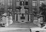 Rue des Petits Carmes 26. Caserne Prince Albert, cour intérieure, aile de l'horloge, 1980