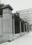 place Poelaert, clôture en pierre et angle arrondi avec la rue de la Régence., 1980