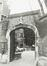 rue Ravenstein 3, anc. Hôtel de Clèves-Ravenstein, porche de la cour., 1980