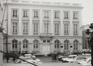 Place Royale 4, angle rue de la Régence 2 et rue de Namur 1. Portiques et façades des immeubles bordant la place Royale. Anc. Palais du comte de Flandre, 1981