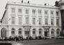 place Royale 7-8. Portiques et façades des immeubles bordant la place Royale ; Église Saint-Jacques sur Coudenberg. Cour d'Arbitrage., 1981