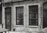 Rue des Six Jeunes Hommes 6, détail rez-de-chaussée, 1980