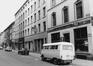 rue Blaes, n° impairs, vue depuis l'angle place du Jeu de Balle vers la Porte de Hal., 1980