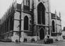 place de la Chapelle. Église Notre-Dame de la Chapelle, façade ouest, 1980
