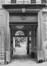 Rue du Chêne 10. Maison Patricienne, entrée cochère, 1980