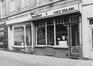 rue Duquesnoy 26 à 36, détail rez n° 32, 34., 1980