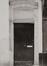 rue des Éperonniers 59. Ensemble de maisons traditionnelles et ancienne impasse du Duc de Savoie, porche d'accès à l'impasse du duc de Savoie., 1980