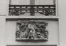rue du Marché au Charbon 72. Maison traditionnelle, allège sculptée, 1980
