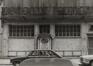 rue du Marché au Charbon 106-108, détail rez., 1980