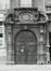 Rue du Poinçon 21. Ancien Hôtel d'Ittre. Ancien Hôtel van der Dilft, détail porche ; angle rue Philippe de Champagne, 1980