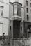 rue Saint-Ghislain 19-23. Caisse publique de Crédit, anc. Mont de Piété, travée d'entrée gauche avec bow-window., 1980