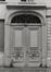 rue des Tanneurs 59, ancien Refuge de l'abbaye bénédictine de Gembloux, détail porte., 1980
