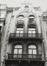 Rue des Teinturiers 17-19, angle rue du Marché au Charbon, détail étages, 1980