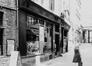 rue des Bouchers 28, détail devanture., 1982