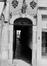 Ensemble rue du Marché aux Herbes 8-10, 16, 20, impasse des Cadeaux 1, 2, 3 et impasse Saint-Nicolas 1, 2, 5 portail rue du Marché aux Herbes entre 6 et 8., 1982