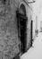 Ensemble rue du Marché aux Herbes 8-10, 16, 20, impasse des Cadeaux 1, 2, 3 et impasse Saint-Nicolas 1, 2, 5, porte du 6 rue du Marché aux Herbes dans l'impasse., 1982