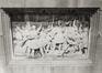 place des Martyrs. Immeubles de la place des Martyrs ainsi que le Monument aux Martyrs. Monument National ou Monument des Martyrs, détail base, vue vers le nord., 1980