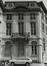 Rue du Persil 6-12. Immeubles de la place des Martyrs ainsi que le Monument aux Martyrs ; Temples de la loge Les Amis Philanthropes, façade vers la place des Martyrs, 1980