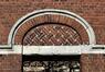 Tour et Taxis, gare de triage, tympan en partie droite de la façade sud© (© ARCHistory / APEB, 2017)