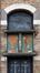 Rue Draps-Dom 13, sgraffites et fenêtre en dessus de porte, 2017